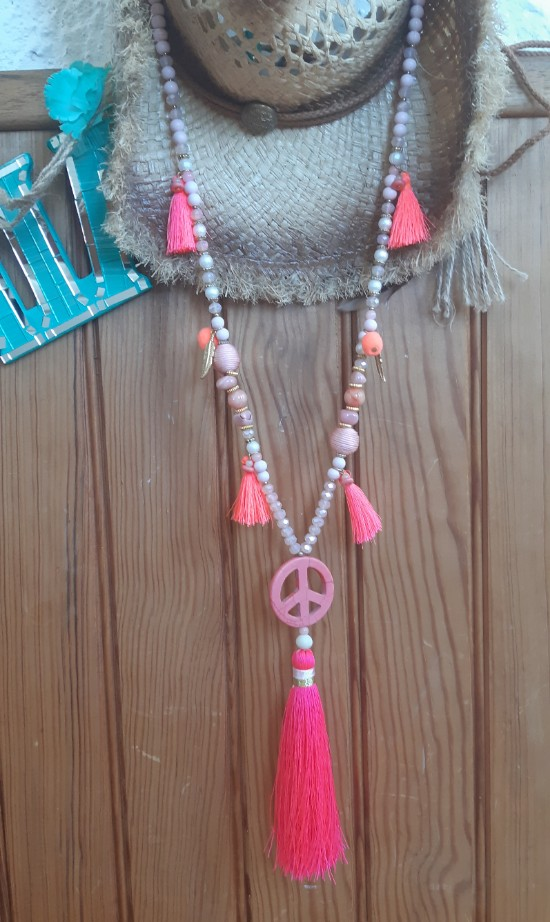 Collier pompon peace and love